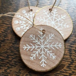 handmade-christmas-ornaments-made-from-wood